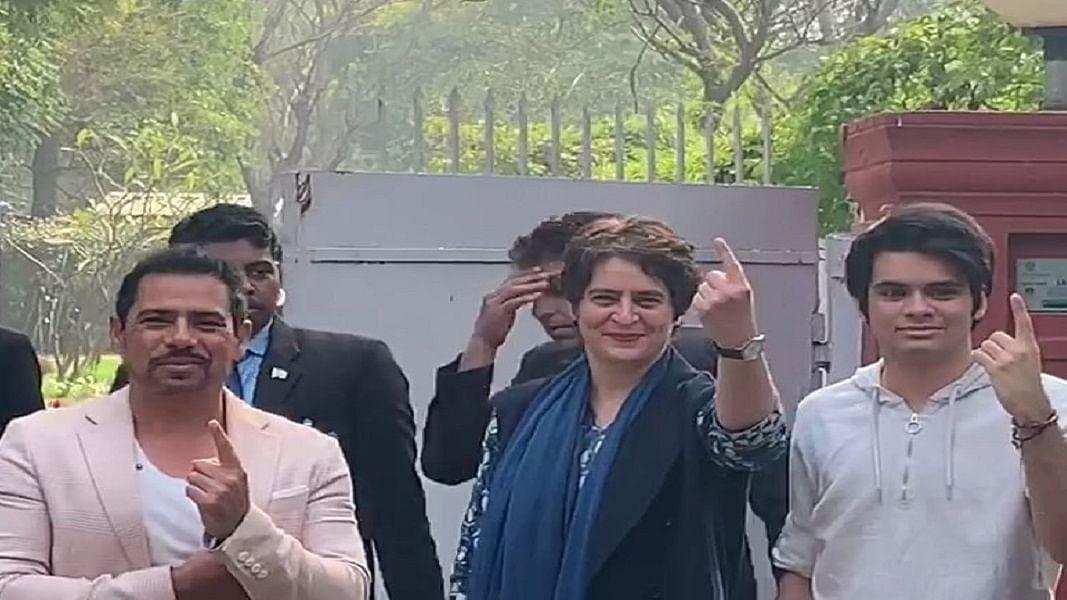 प्रियंका गांधी के साथ बेटे रेहान ने भी डाला वोट, बोले- पब्लिक ट्रांसपोर्ट में छात्रों का किराया कम हो
