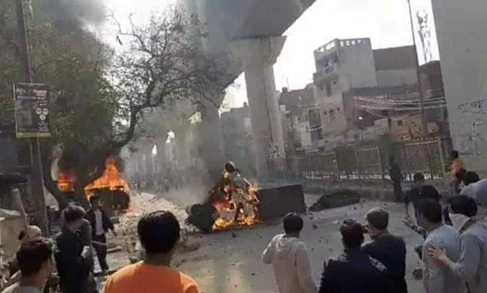 Image result for दिल्ली में कैसे   भड़की हिंसा, जिसने 7 लोगों की ले ली जान, दर्जनों लोग हो गए घायल
