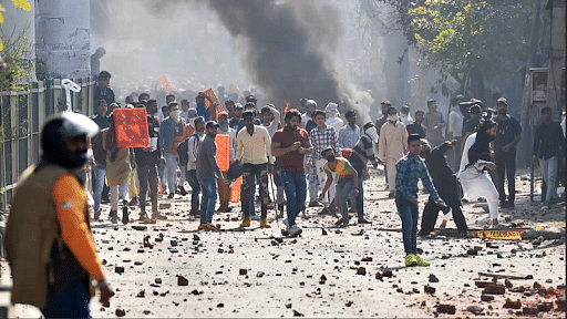 दिल्ली हिंसा:  उत्तर पूर्वी दिल्ली के कई इलाकों में पुलिस और भीड़ आमने-सामने, हालात बेहद गंभीर