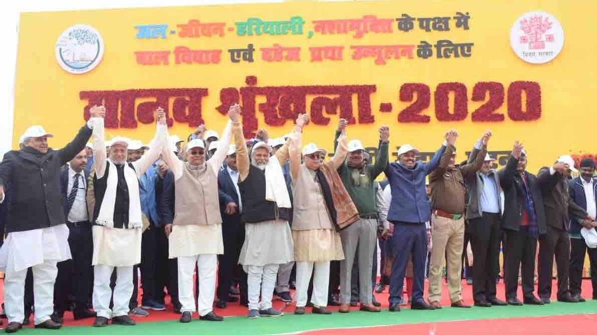 बिहार जल रहा अपराध में और नीतीश चुनावी जमीन पर ढूंढ़ रहे हैं हरियाली