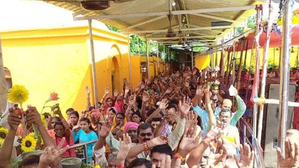 महाशिवरात्रि: मंदिरों में उमड़ी भक्तों की भीड़, पीएम मोदी, राहुल गांधी समेत कई लोगों ने देशवासियों को दी बधाई