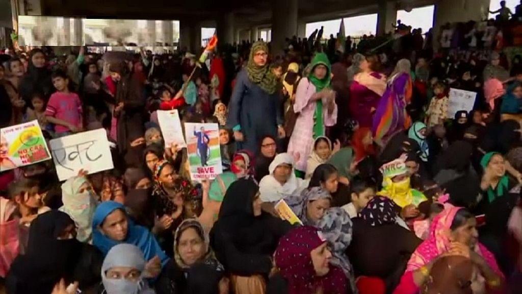 CAA: जाफराबाद में महिलाओं का प्रदर्शन जारी, बवाल के बाद सुरक्षा कड़ी, मौजपुर-बाबरपुर, जाफराबाद मेट्रो स्टेशन बंद
