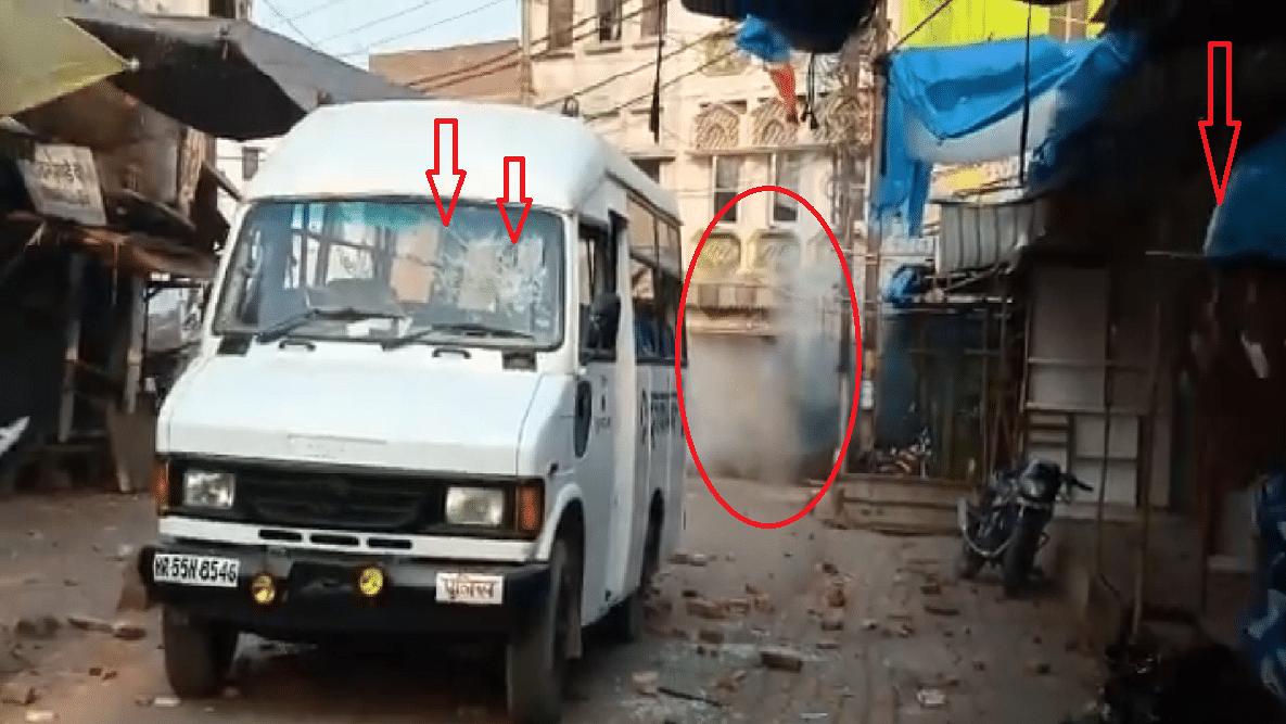 उत्तर प्रदेश: अलीगढ़ में CAA के खिलाफ प्रदर्शन के दौरान बवाल, थाने पर पथराव, पुलिस ने दागे आंसू गैस के गोले