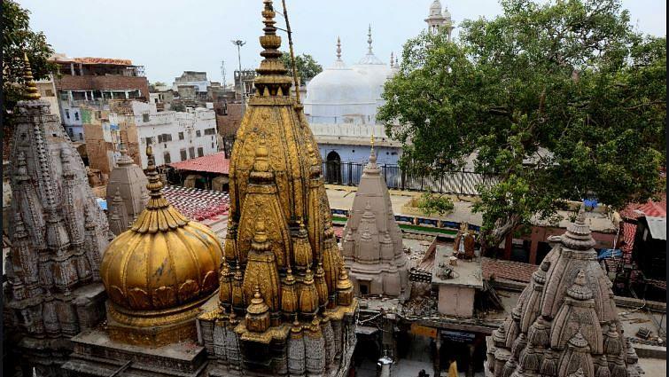 उत्तर प्रदेश की योगी सरकार मंदिरों की संपत्तियों पर कब्जे की तैयारी में, विधि आयोग ने शुरु कराया सर्वे