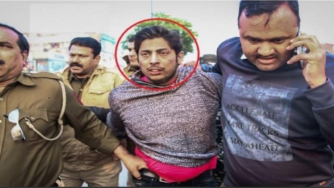 जामिया के बाद शाहीन बाग में युवक ने चलाई गोली, पुलिस हिरासत में लगाए 'जय श्रीराम' के नारे