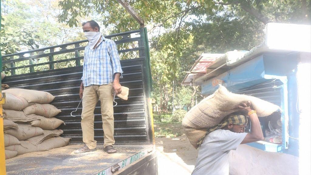 देश में 'कोरोना संकट' के बीच नई आफत! देश की प्रमुख अनाज मंडियों में कामकाज ठप, लोगों की बढ़ सकती हैं मुश्किलें
