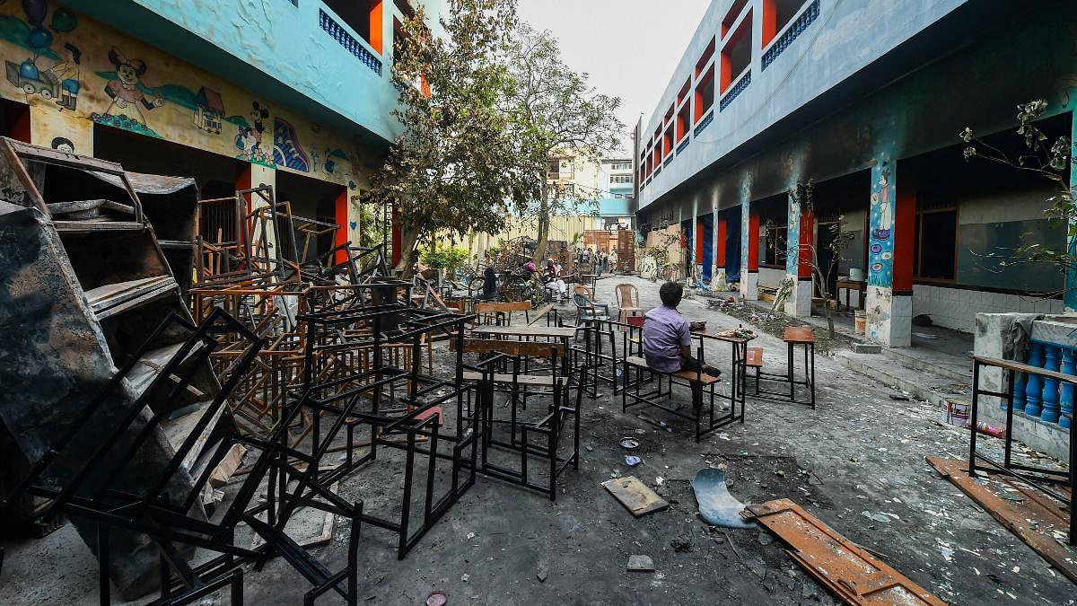 दिल्ली दंगा: स्कूलों में ठहरे थे उपद्रवी, शिफ्ट में निकलते थे आगजनी-लूटपाट करने, अल्पसंख्यक आयोग की रिपोर्ट