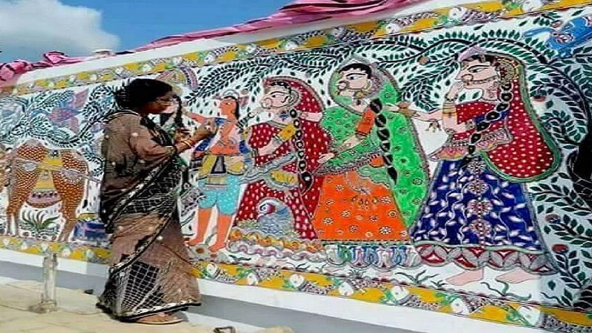 नीतीश की नाकामियां छिपाने को पटना में  मधुबनी पेन्टिंग्स से सजावट, लेकिन कलाकारों के मेहनताने पर दिखाया ठेंगा