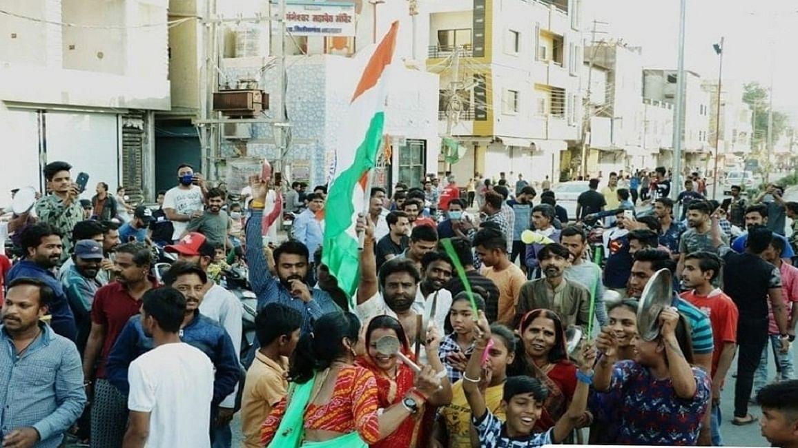 राम पुनियानी का लेखः कोरोना से लड़ाई में अंधश्रद्धा की जगह नहीं, सरकार के साथ बीजेपी-संघ को भी होना होगा गंभीर