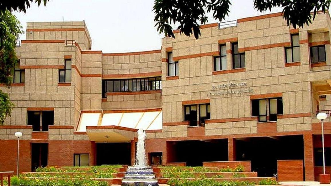 आईआईटी कानपुर में फैज़ की नज्म 'हम देखेंगे' पर जांच बंद, समिति ने की गाने वालों की काउंसलिंग की सिफारिश