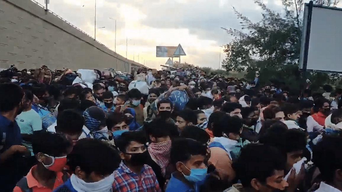 कोरोना संकटः सरकार ने तो लॉकडाउन कर दिया, पर दूसरे शहरों में फंसे लोग  किससे और कैसे मदद मांगें!