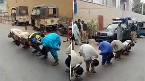 लॉकडाउन का उल्लंघन करने पर मिली अजीब सजा, बीच सड़क पुलिस ने बना दिया मुर्गा