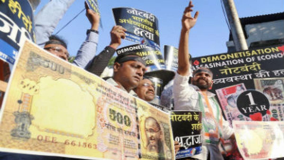 मोदी सरकार की नोटबंदी से चली गई थी महाराष्ट्र में 44,000 की नौकरी,राज्य के आर्थिक सर्वे से हुआ खुलासा