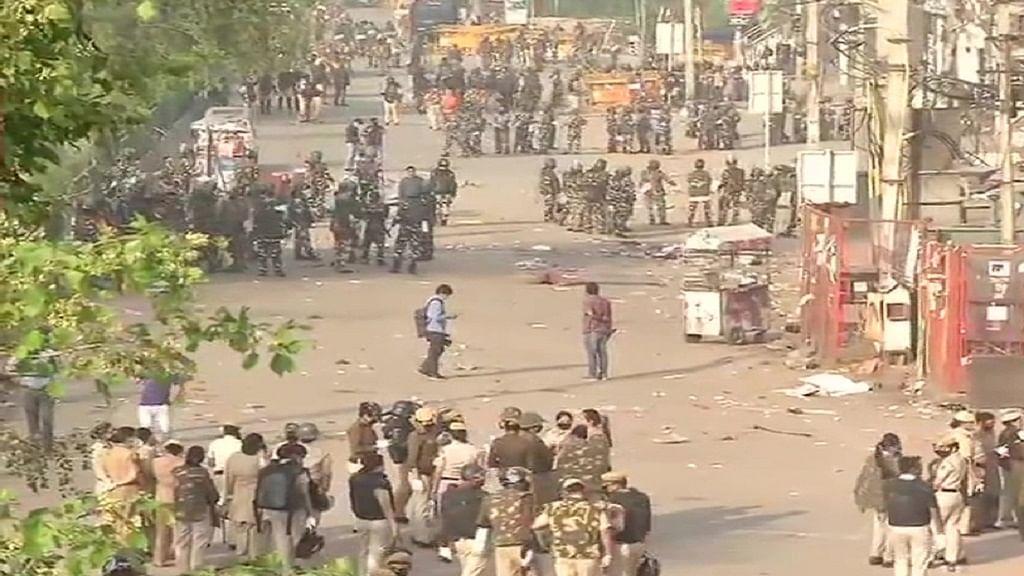 दिल्ली लॉकडाउन के बीच पुलिस ने शाहीन बाग में CAA प्रदर्शन स्थल को कराया खाली, कई प्रदर्शनकारी हिरासत में