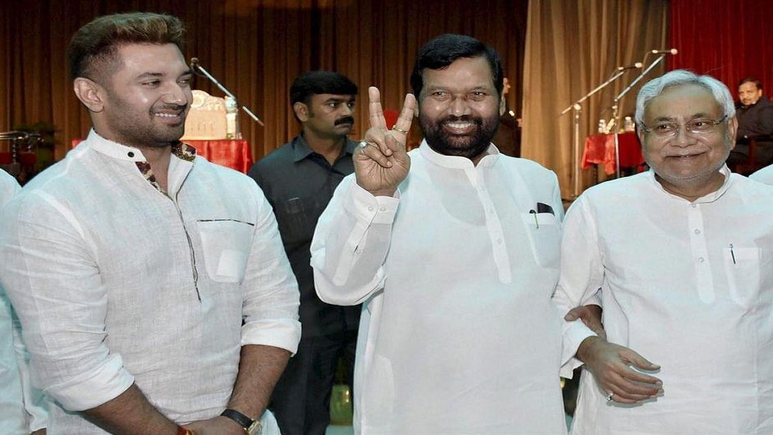 खुद मंत्री और बेटा सांसद, पर मन नहीं भरा रामविलास का, बिहार में अपने ही 'चिराग' से एनडीए को बड़ा खतरा