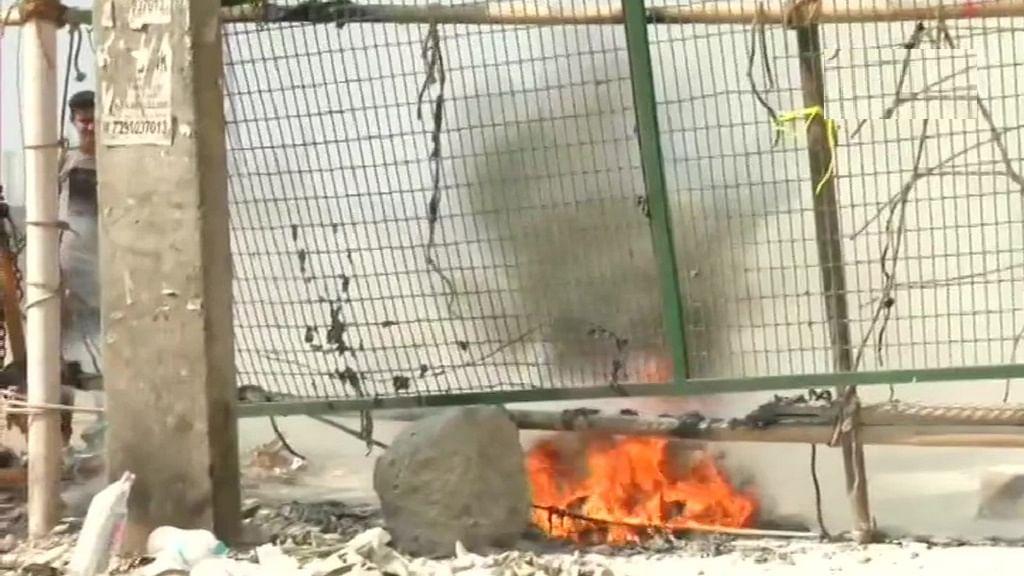 देश में जारी जनता कर्फ्यू के बीच शाहीन बाग में CAA प्रदर्शनस्थल के पास फेंका गया पेट्रोल बम! देखें तस्वीरें