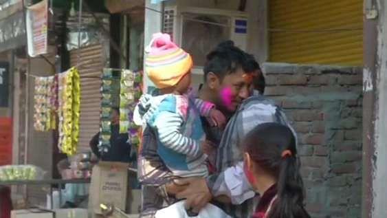 हिंसा प्रभावित उत्तर-पूर्वी दिल्ली में होली पर रही शांति, सुरक्षाबलों की मौजूदगी में लोगों ने मनाया त्योहार