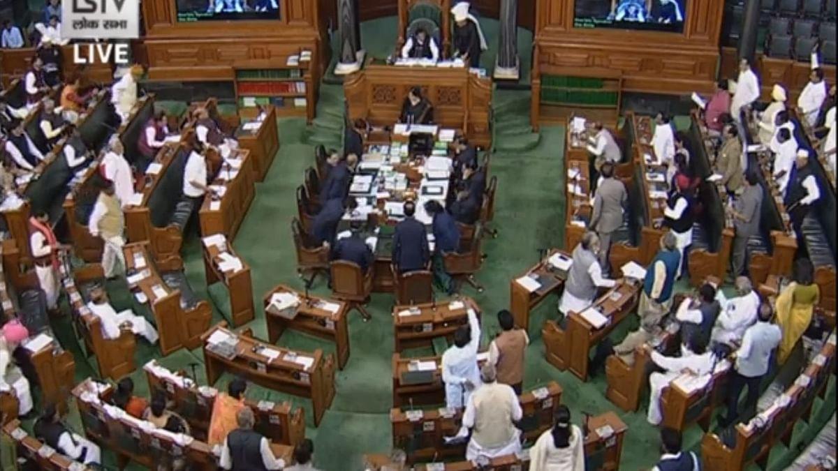 नवजीवन बुलेटिन: दिल्ली हिंसा पर संसद में 'संग्राम' और कपिल मिश्रा को  'Y' श्रेणी की सुरक्षा पर पुलिस की सफाई