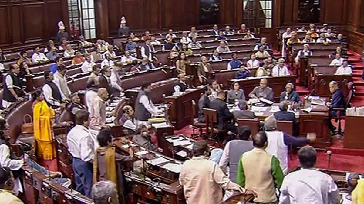 दिल्ली दंगे पर चर्चा के दौरान सरकार पर बिफरा विपक्ष, कहा- गृहमंत्री अपने घर में हिंसा का आनंद ले रहे थे