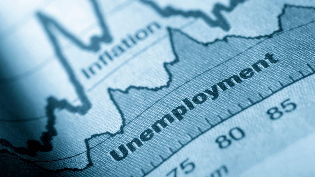 कोरोना साइड इफेक्ट: लॉकडाउन के बीच सिर्फ मार्च से अप्रैल के बीच तीन गुना से ज्यादा बढ़ी बेरोजगारी