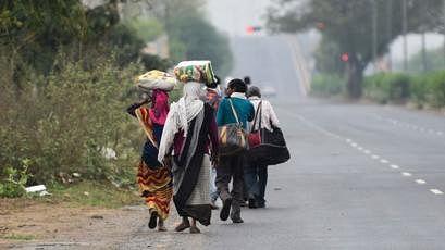 कोरोना लॉकडाउन: घर के लिए दिल्ली से पैदल निकले मजदूर पहुंचे मौत के आगोश में,  अलीगढ़ में सड़क हादसे में गई जान