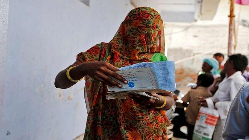 उत्तर प्रदेशः लॉकडाउन ने खोली वोट की फसल काटने वाली योजनाओं की पोल, संकट में भी गरीबों के हक पर जारी है डाका