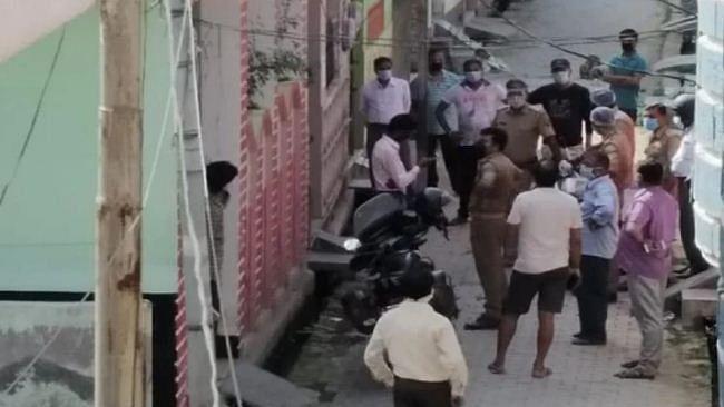 उत्तर प्रदेशः सील इलाके में कोरोना पीड़ित के घर चोरी, योगी राज में पुलिस का नया कारनामा