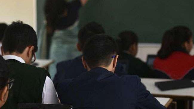 कोरोना संकट में भी निजी स्कूल धड़ल्ले से बढ़ा रहे फीस, लॉकडाउन में मनमानी पर सरकारों ने साधी चुप्पी