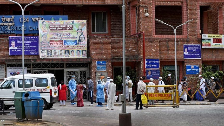 दिल्ली के LNJP अस्पताल में ड्यूटी को लेकर अस्पताल प्रशासन और नर्सें आमने-सामने, 12 घंटे की ड्यूटी पर विवाद