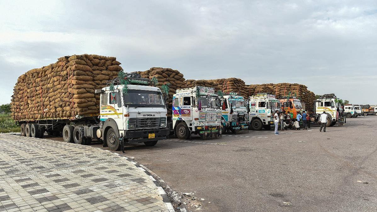 लॉकडाउन में छूट के बावजूद निचले स्तर पर सप्लाई चेन भंग, आफत में  किसान, आने वाले दिन देश पर पड़ेंगे भारी