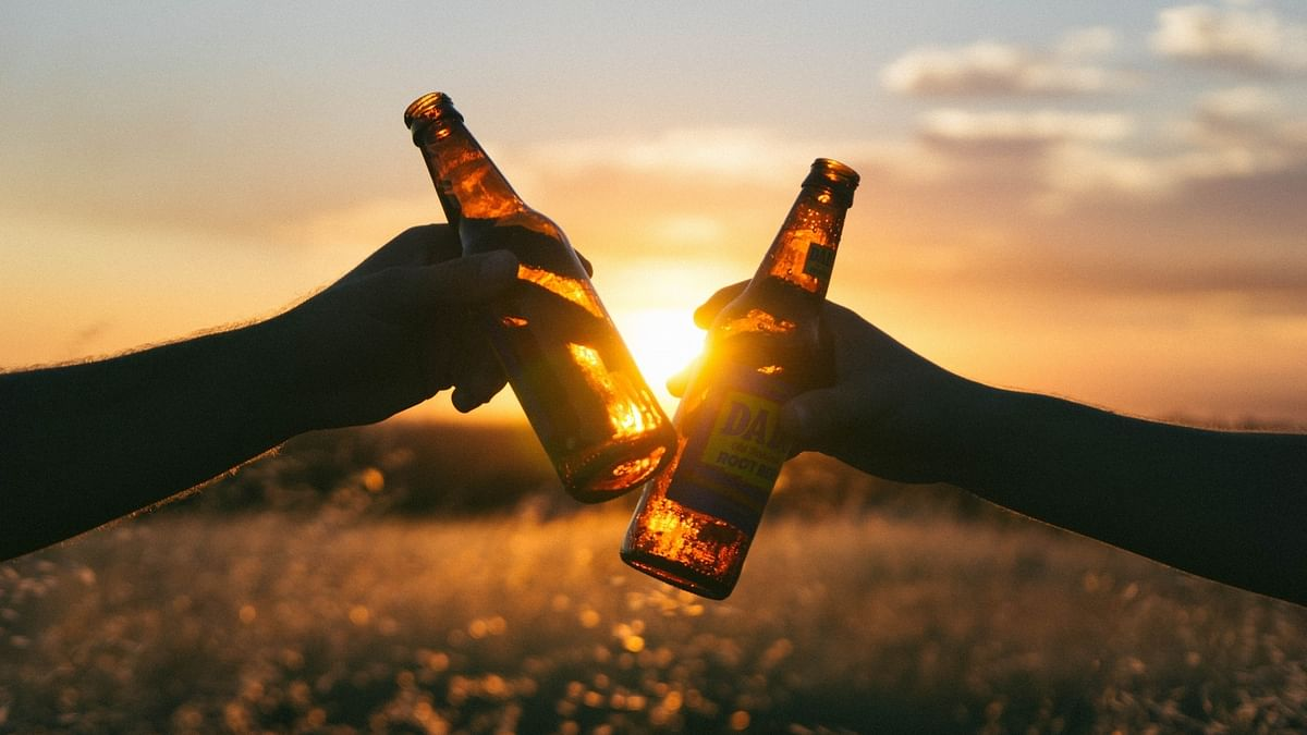 उत्तर प्रदेश: ये कैसा लॉकडाउन, महंगे दामों पर ही सही, लेकिन अभी भी मिल रही है शराब