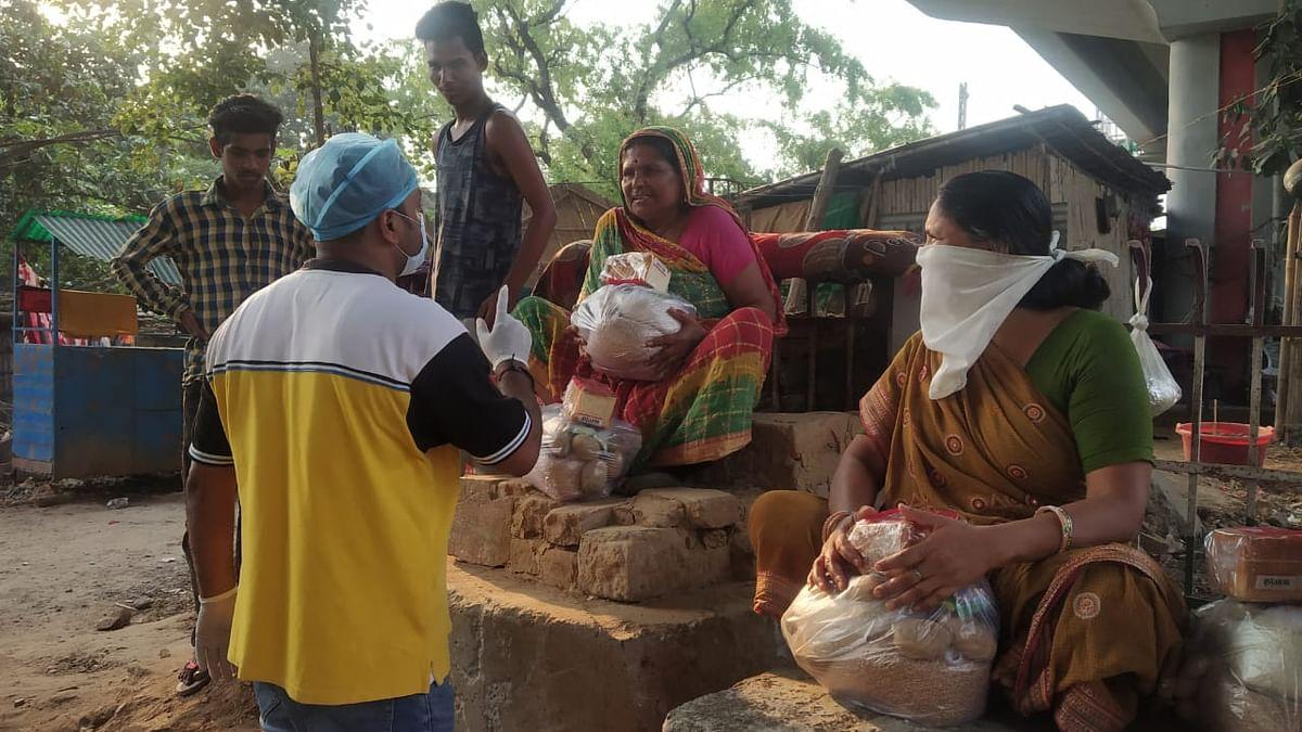 बिहार में खाना बंटने की खबर पर उमड़ती भीड़ खोल रही सरकारी 'राहत' की पोल, 'राशन' के नाम पर भय का माहौल