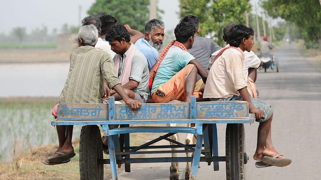 सियासत की धुरी पर खड़े मध्यवर्ग की मजदूरों से 'सोशल डिस्टेंसिंग' तो पहले से है, लॉकडाउन ने उसे और बढ़ा दिया है