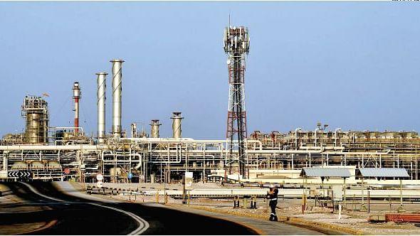 पेट्रो-डॉलर सिस्टम को ध्वस्त करने पर उतारू कोरोना वायरस, विश्व अर्थव्यवस्था पर तेल का दबदबा खतरे में