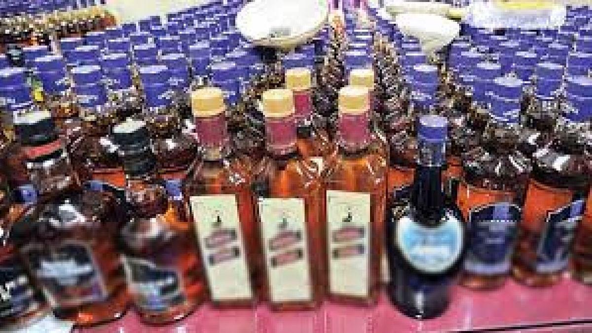 लॉकडाउन में भी छलकते रहें जाम, इसलिए जारी है शराब तस्करी, दिल्ली पुलिस का दारोगा 29 पेटी के साथ गिरफ्तार