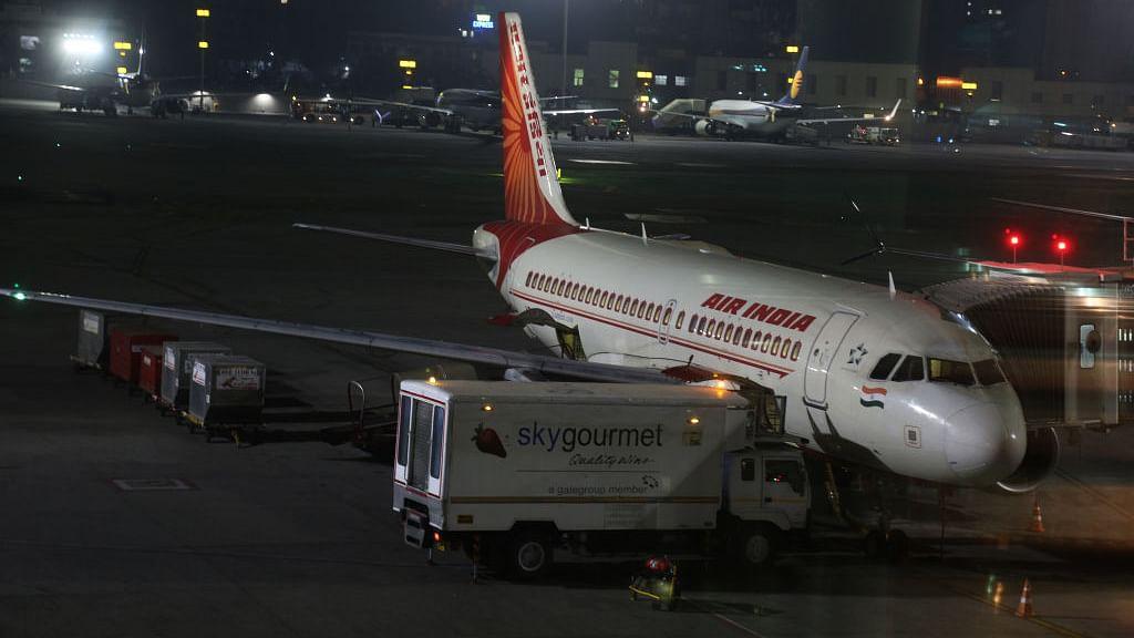 एयर इंडिया ने कोरोना के नाम पर काट लिया 10 फीसदी वेतन भत्ता, कर्मचारियों ने दी कानूनी कार्यवाही की चेतावनी