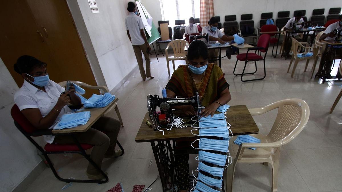 कोरोना से जंग में पुलिस के लिए हथियार तैयार कर रहे कैदी, तमिलनाडु की जेलों चल रहा काम