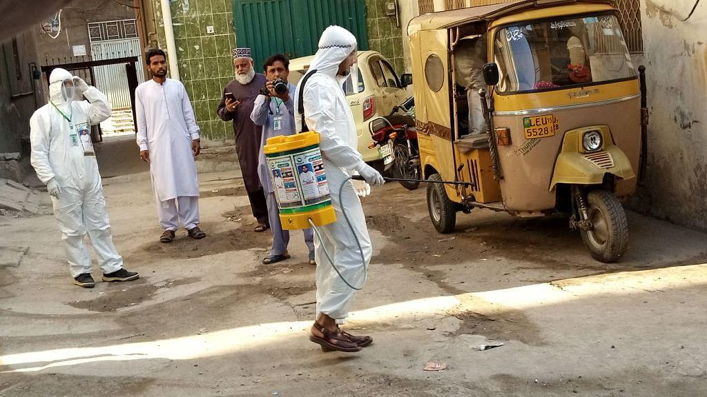 कोरोना के मोर्चे पर नाकाम पाकिस्तान, कुल पॉजिटिव केसों में 79 फीसदी स्थानीय प्रसार के, संक्रमित 11 हजार के पार