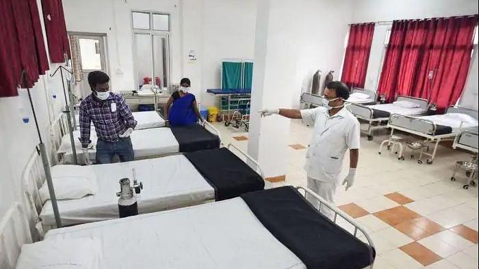 विष्णु नागर का व्यंग्यः हद दर्जे का अवसरवादी है कोरोना, भारत में  जल्द ही सवर्ण-दलित भी हो जाएगा!