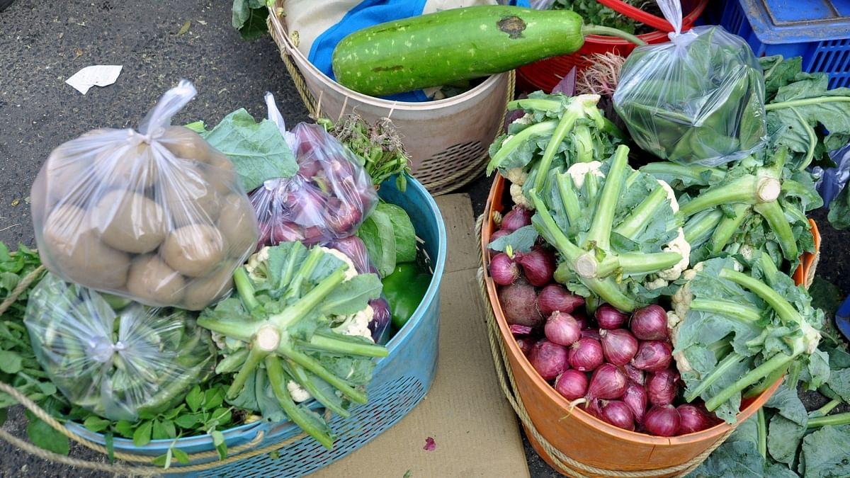 उत्तर प्रदेश: गाजियाबाद में फल-सब्जी और ग्रॉसरी की दुकानों का समय निर्धारित, जानें कितने बजे तक कर सकेंगे खरीदारी