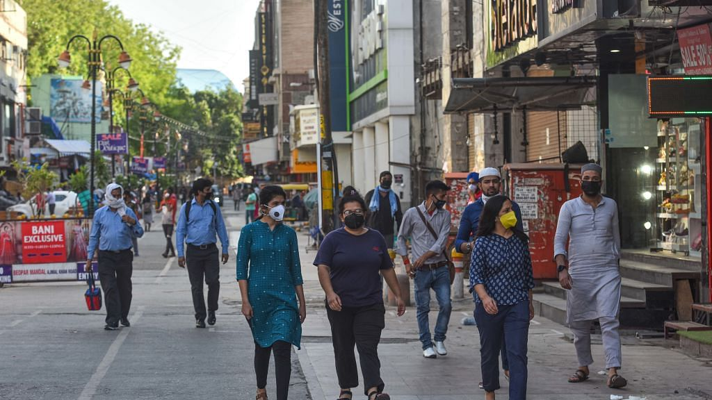 दिल्ली में मोबाइल फोन का सबसे बड़ा बाजार पड़ा है सूना, ग्राहक आ रहे हैं पर नहीं है रौनक