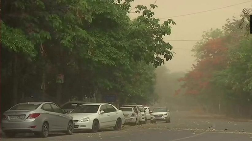 दिल्ली-एनसीआर में दिन में छाया अंधेरा, धूल भरी आंधी के बाद बारिश,  पंजाब, चंडीगढ़ में भी बदला मौसम