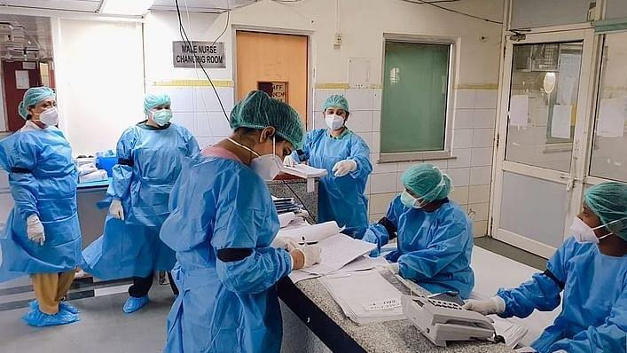 कोरोना वॉरियर्स ने मोदी सरकार के खिलाफ खोला मोर्चा, नए नोटिफिकेशन का डॉक्टरों-नर्सों ने किया विरोध