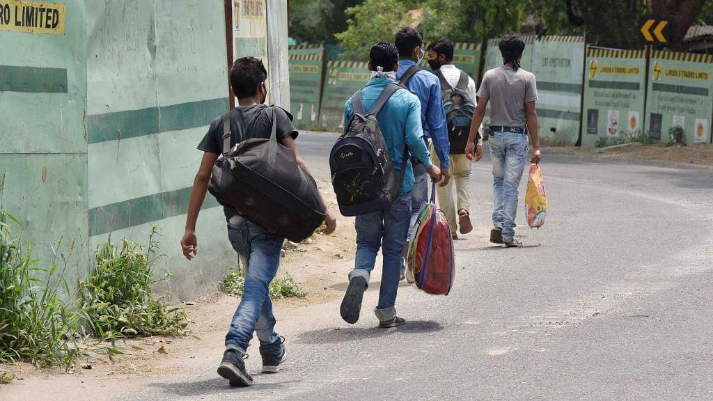 पीएम के भाषण ने तोड़ दीं सारी उम्मीदें और राम पैदल ही निकल पड़ा 1200 किमी दूर बलिया जाने के लिए...