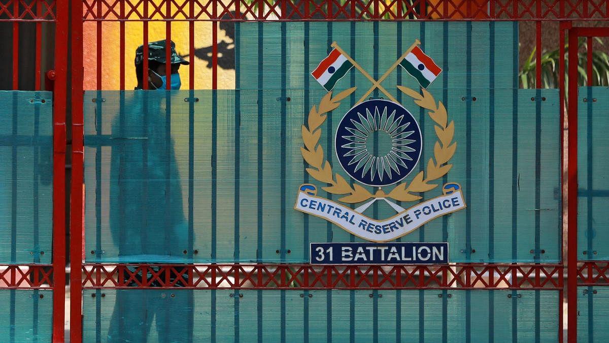कोरोना: CRPF के स्पेशल DG और DIG समेत 40 अधिकारी और कर्मचारी होम क्वारंटाइन, दिल्ली CRPF मुख्यालय सील