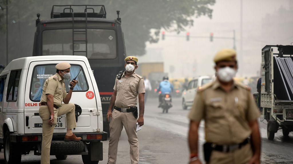 कोरोना वायरस की चपेट में आए दिल्ली पुलिस के 75 से ज्यादा जवान, सिपाही से इंस्पेक्टर रैंक तक के अधिकारी संक्रमित