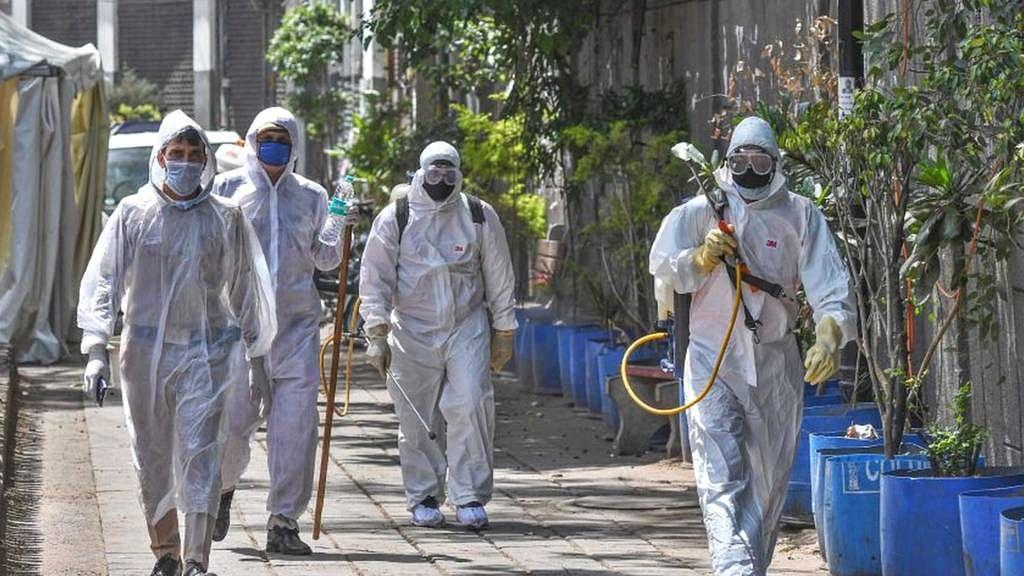 बड़ी खबर LIVE: यूपी के देवरिया में एक साथ मिले 14 कोरोना पॉजिटिव, संक्रमितों की संख्या हुई 51