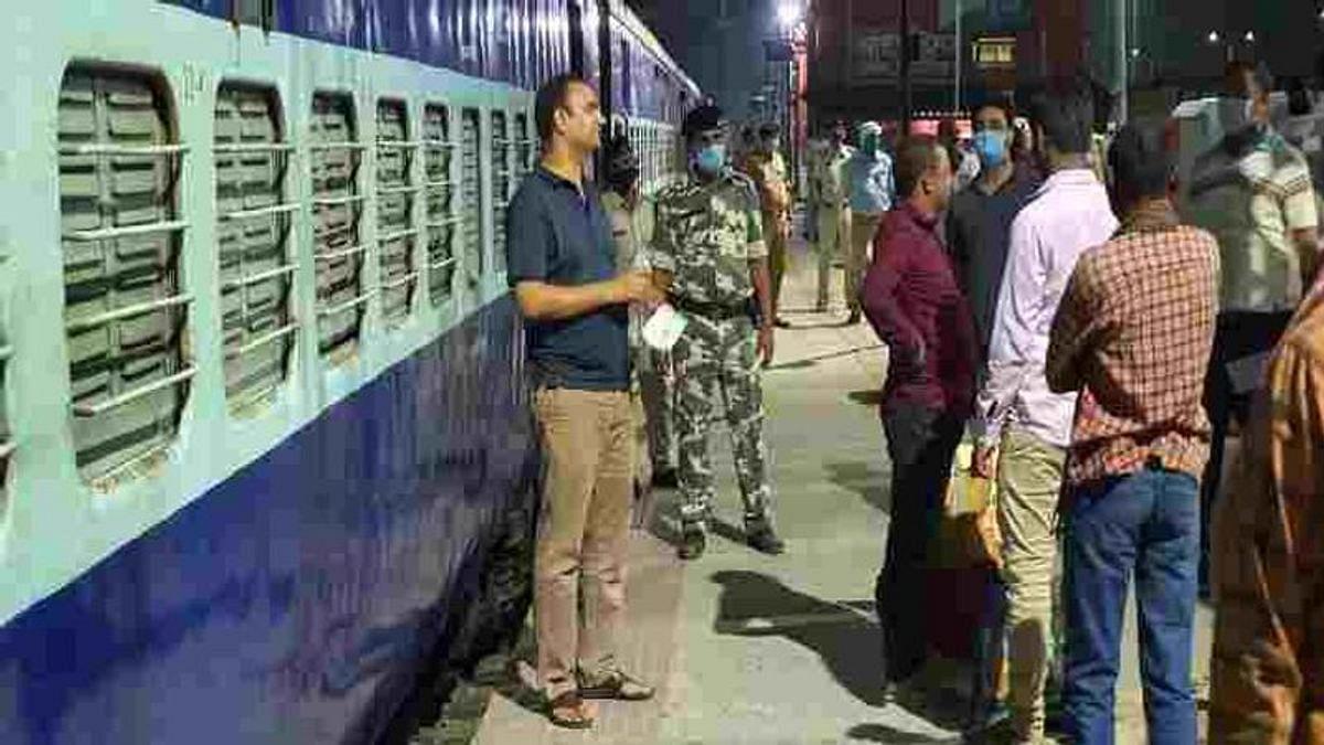 बिहार: मजदूरों को तेलंगाना भेजे जाने पर JDU और RJD आमने-सामने, तेजस्वी बोले- संवेदनहीनता की भी एक सीमा होती है