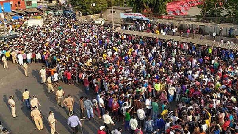 सोने की खान वाले संत के अंतिम संस्कार में उड़ी लॉकडाउन की धज्जियां, यूपी में 4100 के खिलाफ केस दर्ज