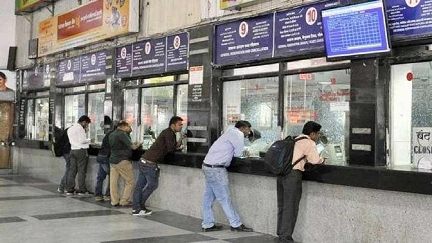 बड़ी खबर LIVE: अब ऑनलाइन के अलावा रेलवे काउंटर, पोस्ट ऑफिस और एजेंट से भी बुक करा सकते हैं रेल टिकट